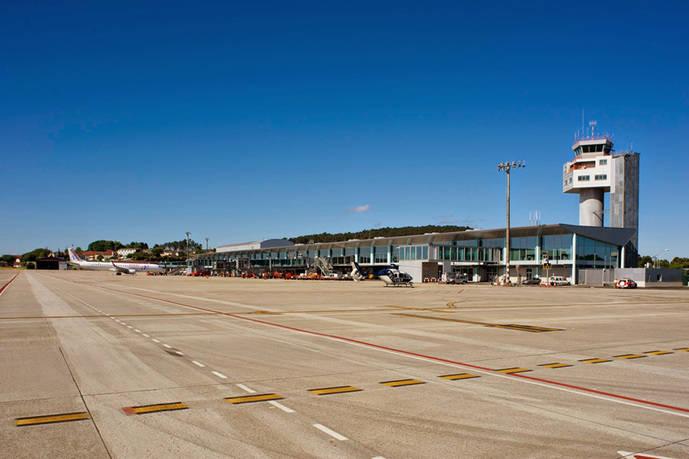 El transporte al aeropuerto y al hospital, a debate en Vigo