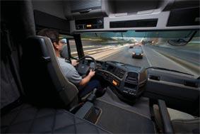El Gobierno aprueba reducir el acceso a los permisos de conducción de camiones y autobuses a los 18 años