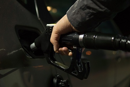 Reclamación multimillonaria al cártel petrolero al fijar sobreprecios