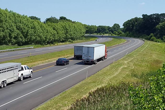 Siguen negociaciones entre Fomento y Comité Nacional del Transporte por Carretera