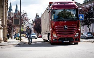 Mercedes-Benz y Setra ofrecen asistencia lateral