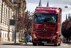 Mercedes-Benz Trucks impulsa la seguridad de los camiones