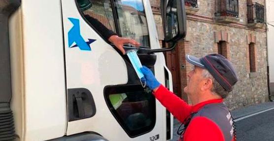 Las Comunidades reciben mascarillas para su entrega a trabajadores de transporte