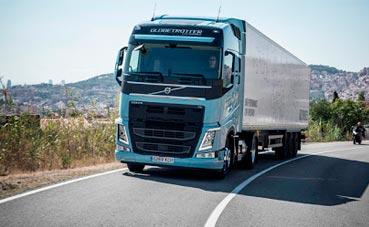 El cambio de camiones a trenes reduce emisiones en la logística de Volvo
