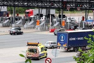 El Gobierno francés deroga temporalmente las restricciones de circulación a los camiones