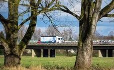 El Ministerio de Transportes autoriza dos trabajadores por camión