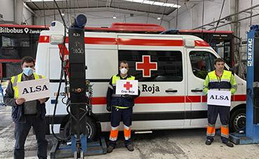 Alsa colabora con Cruz Roja en la limpieza de su flota de vehículos