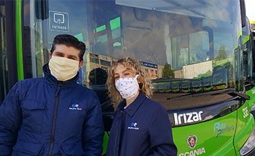 Los vecinos madrileños dotan de mascarillas al transporte público