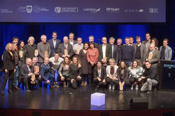 El Grupo Irizar recibe el Premio a la Excelencia de Radio San Sebastián