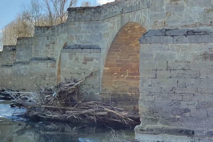 Mitma realiza obras de reparación del puente sobre el río Esla en Castrogonzalo, Zamora