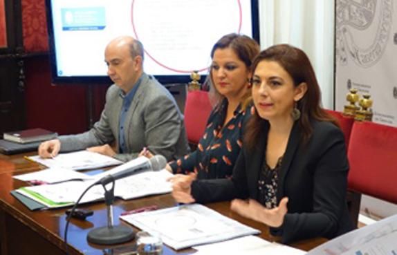 Granada presenta una reordenación de su sistema de autobuses urbanos