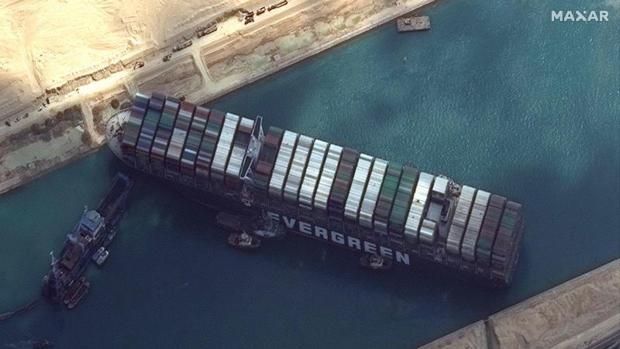 El Canal de Suez afecta al transporte y los carburantes