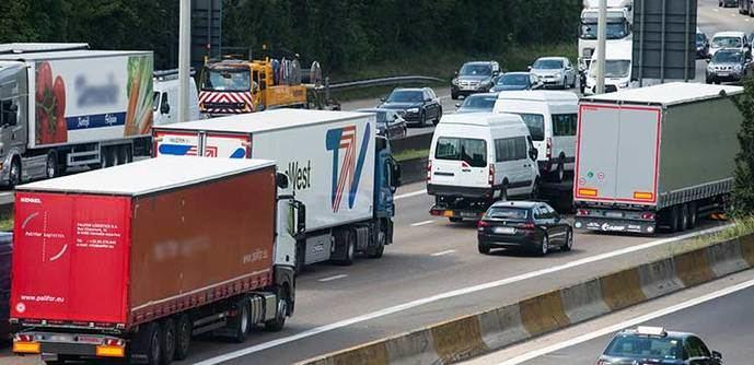 La ley francesa contra el cambio climático impondrá peajes a los camiones en 2024