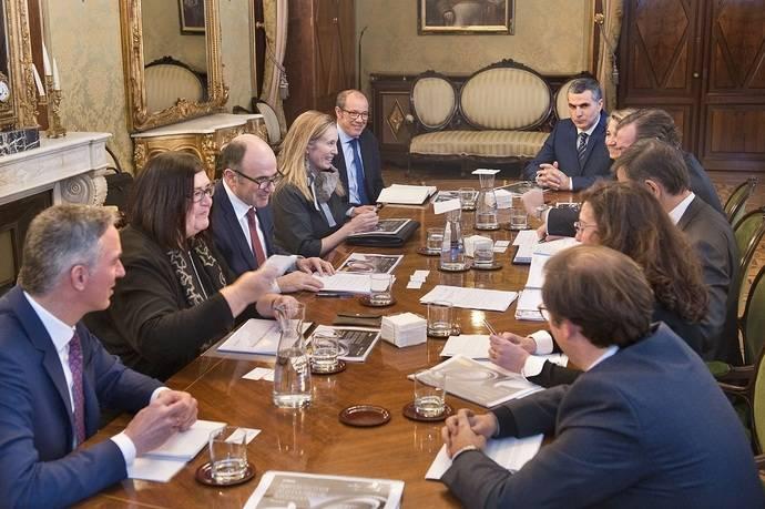 Sernauto y Anfac se reúnen con el Gobierno navarro