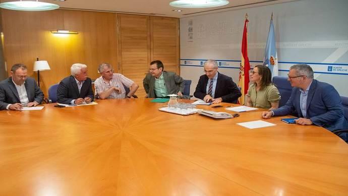 La Xunta se reúne con los transportistas del carbón de Galicia
