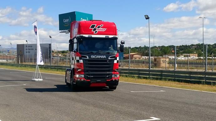 Ángel Nieto probó el camión nombrado en su honor.