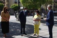 En el centro de la imagen, el consejero Juan Carlos Suárez-Quiñones y la alcaldesa Clara Luquero.