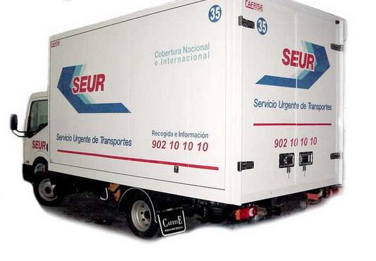 Un camión de reparto de la compañía Seur.