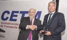La Confederación Española de Transporte de Mercancías (CETM) otorga una placa de honor a CBRE
