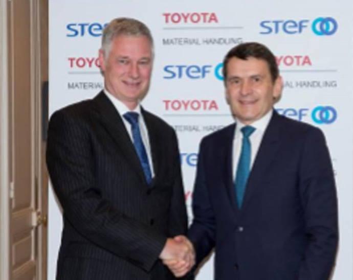Matthias Fischer, Presidente de Toyota Material Handling Europe y Jean-Pierre Sancier, director general de Stef.
