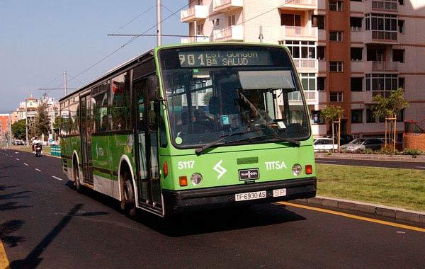 Titsa ajusta el horario de nueve líneas en el sur y norte de la isla para mejorar el servicio