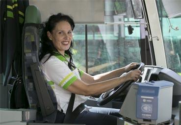 Titsa promueve el empleo femenino en el transporte