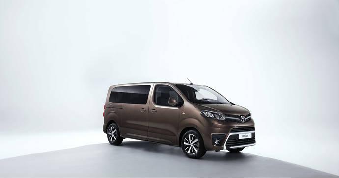 Toyota lanza los C-HR, PROACE VERSO y Hilux