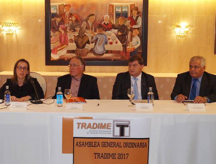 Ethel Vázuez, Consejera de Infraestruturas y Vivienda de Galicia, José Manuel Flores Presidente de Tradime, Amador García, Secretario de Tradime y Atilano Reigada, Vocal de Tradime.