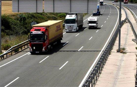 Instan a las Comunidades a facilitar la actividad del transporte por carretera