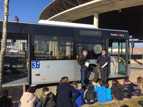 Colaboración entre Tuvisa y el colegio Ceip Errekabarri