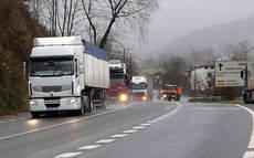 El Gobierno de Navarra no prohibirá de momento la circulación de camiones por la N-121 hacia la frontera