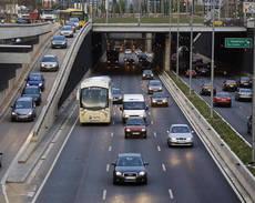 Imagen de archivo de vehículos circulando