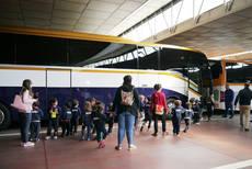 Los alumnos del Colegio Galén visitan las instalaciones de Monbus