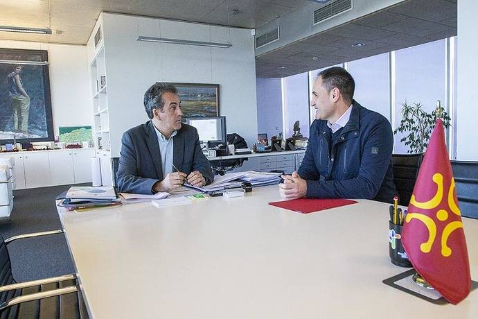 Cantabria estudia la mejora de las marquesinas de Las Rozas de Valdearroyo