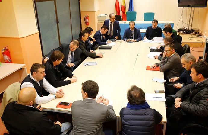 Cantabria convoca a representantes de taxis y VTC para iniciar un diálogo que continuará en las próximas semanas
