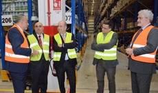 Visita de las autoridades a la nave logística de Carreras