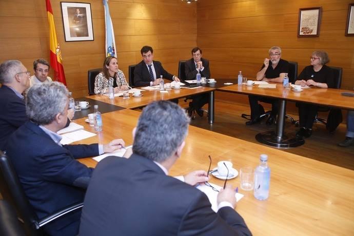 Imagen de la reunión para tratar el tema del transporte escolar en Galicia.