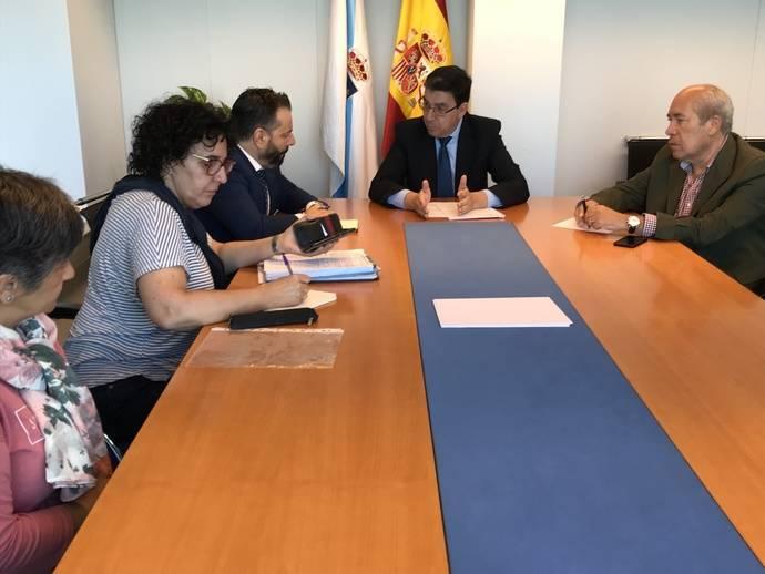 El delegado de la Xunta en Vigo recibe al alcalde de Gondomar y a la asamblea vecinal para abordar el transporte metropolitano