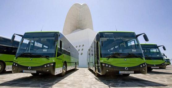 Cerca de 10.000 viajeros utilizaron el transporte interurbano de Tenerife para disfrutar de La noche en Blanco