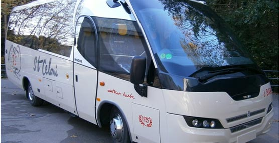 El carrocero arbuciense Indcar entrega un Mago 2 a la empresa Barba y una Strada a Nettbus