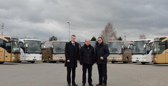 Mercedes-Benz entrega 20 unidades de su autocar Tourismo a la compañía polaca RafTrans para viajes de alta gama