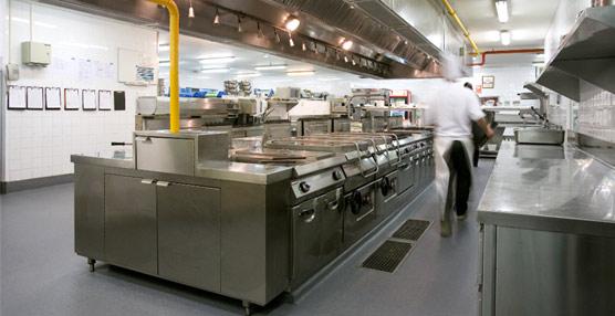 Altro instala su pavimento de seguridad altro stronghold for Fotos de cocinas industriales