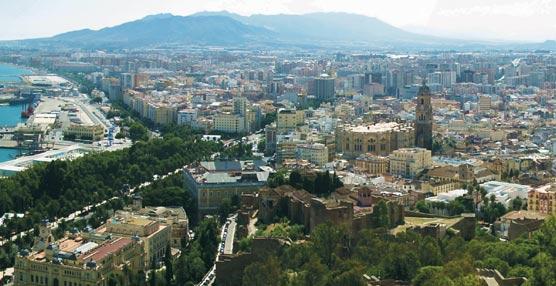 Apetam lamenta los perjuicios al turismo y al comercio producidos por la dificultad de bajar viajeros en el centro de Málaga