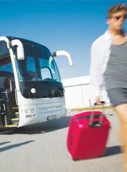 Los billetes de transporte encabezan la lista de compras 'online' en España según un estudio del ONTSI