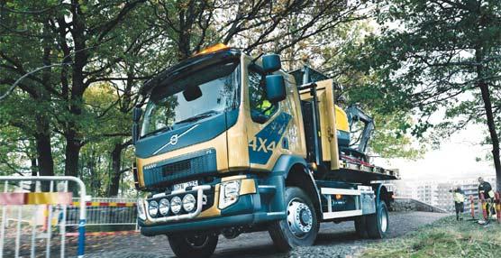 El nuevo Volvo FL con tracción a las cuatro ruedas resulta ideal para entornos urbanos y vías exigentes