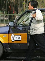 China prohíbe 'apps' de taxis como Uber a las que considera ilegales