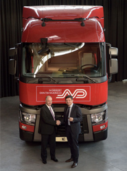 Bruno Blin, CEO de Renault Trucks y Hervé Montjotin, CEO de Norbert Dentressangle.