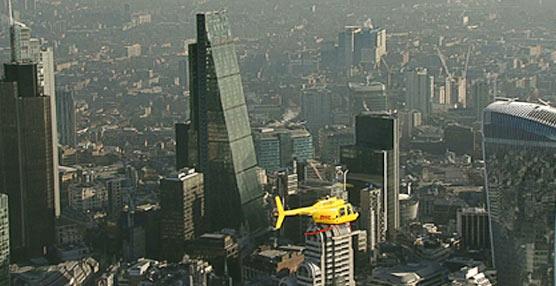 DHL implementa el primer servicio de helicóptero para transporte urgente en Europa en la ciudad de Londres