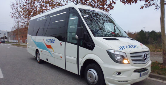 Autocares Arzabe estrena dos Spica de Car-bus.net entregados por el concesionario Mercedes Benz Aguinaga