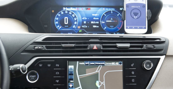 PSA Peugeot Citroën y Continental exhiben 'Car Easy Apps' en el Mobile World Congress 2015 de Barcelona